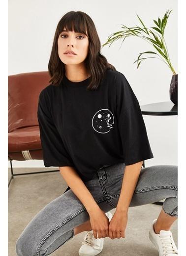 Sortee Kadın Astronot Baskılı Düşük Kol T-Shirt Siyah
